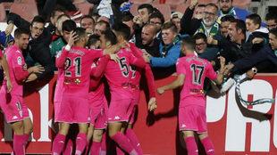 Los jugadores del Córdoba celebran un gol ante el Sevilla Atlético.