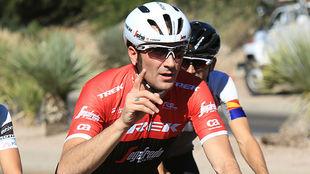 Ivan Basso rueda durante el campus del Polartec-Kométa en Tucson.