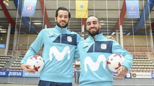 Rafael y Ricardinho posan sobre la pista del Jorge Garbajosa de...