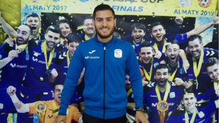 Bruno Taffy posa en la sala del trofeos del Movistar Inter.