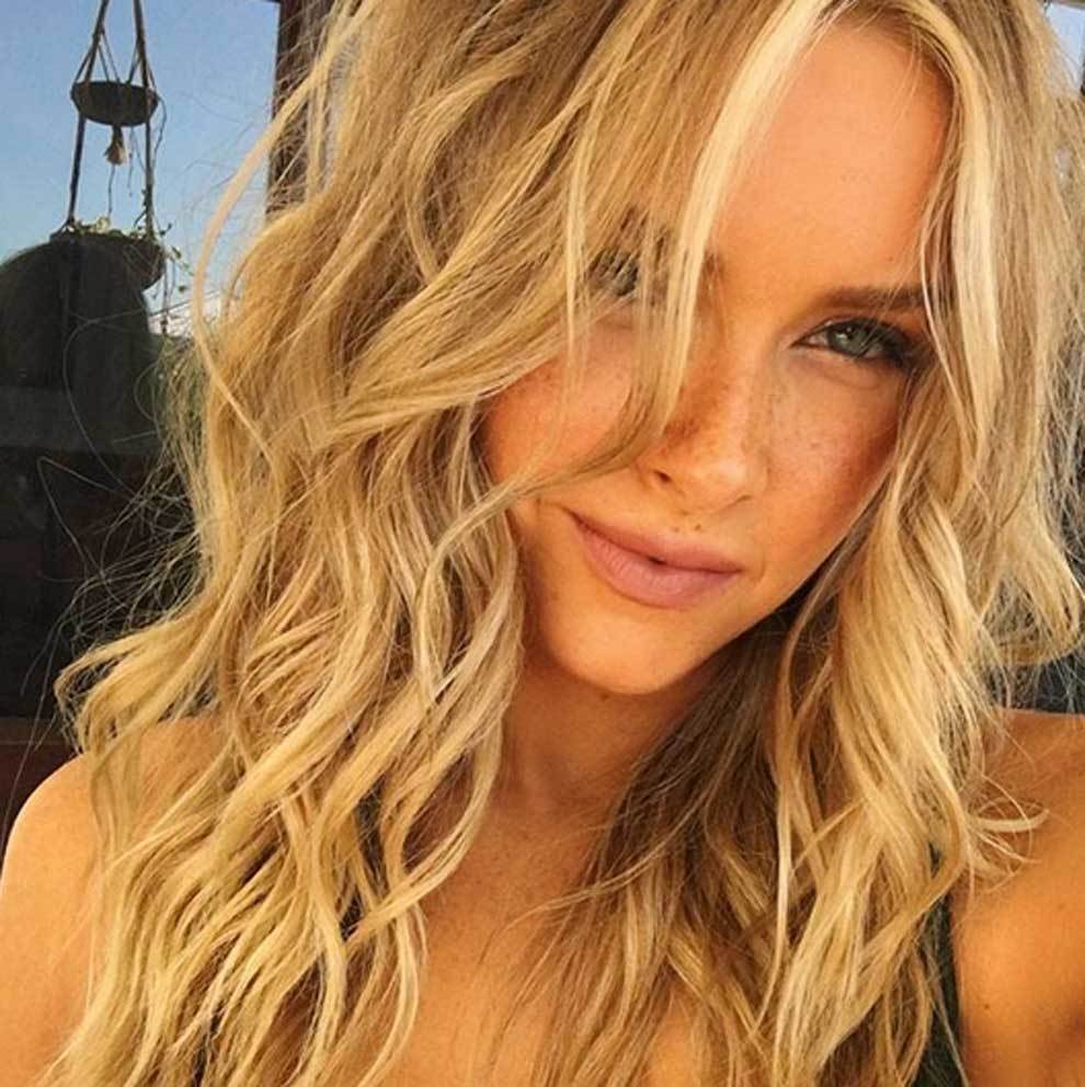 Camille Kostek Gro: Camille Kostek Publishes Pictures Of Her SI Swimsuit Shoot