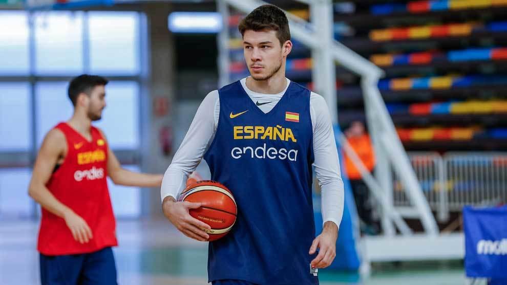 Jonathan Barreiro entrenando con la selección española de baloncesto