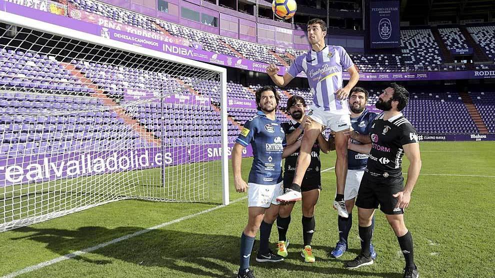 Mata, con jugadores del VRAC Quesos Entrepinares y SilverStorm El...