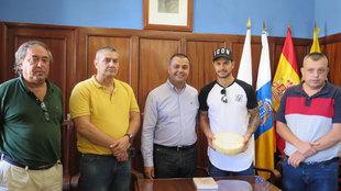 Vitolo en su visita al municipio de Santa Mar�a de Gu�a (Gran...