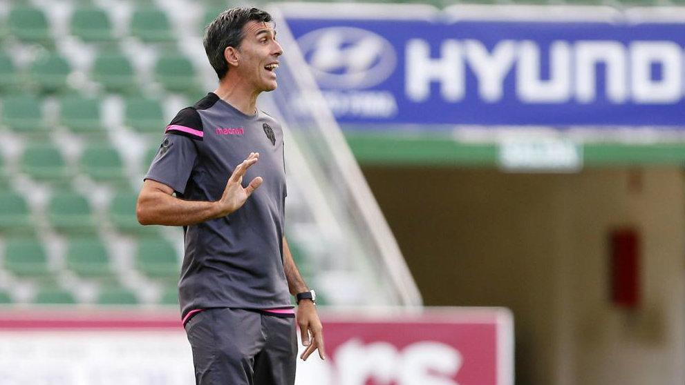 López Muñiz dirige un entrenamiento del Levante.