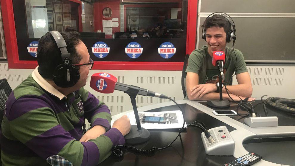 Joan Mir durante la entrevista en T4 con Vicente Ortega