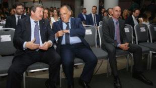 Rubiales (derecha), en un acto reciente junto a Larrea y Tebas.