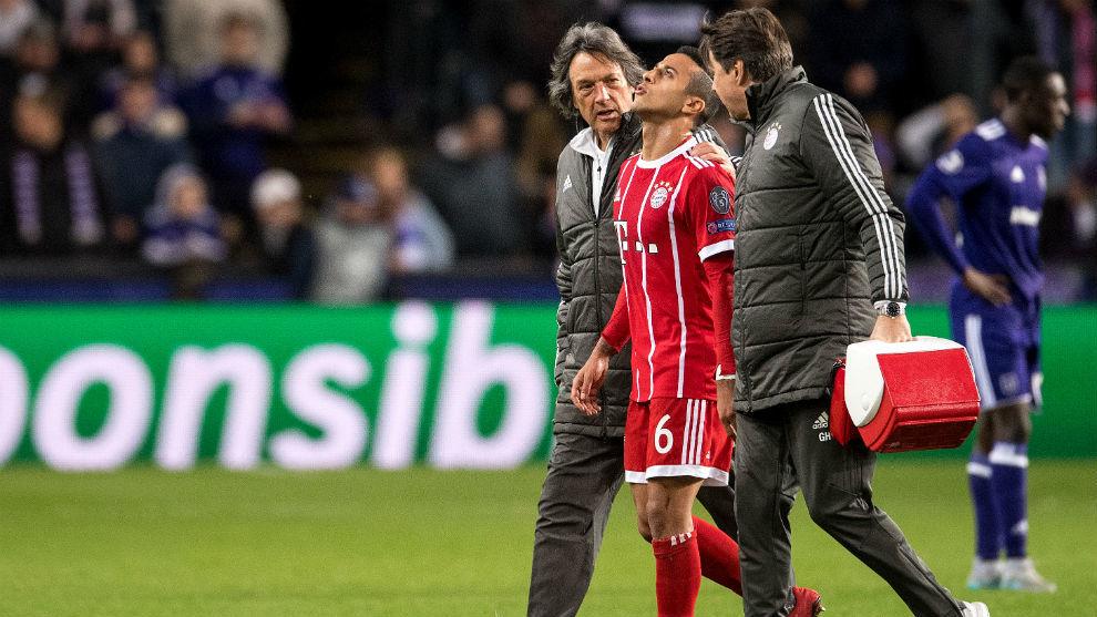 Thiago se retira lesionado ante el Anderlecht