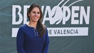 Anabel Medina posa en el Club de Tenis Valencia.