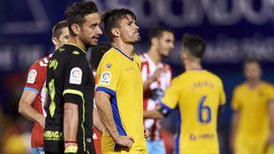 Errasti (29) se lamenta tras la derrota alfarera frente al Lugo.