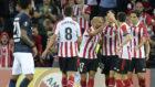 El Athletic celebra uno de los goles de penalti de Aduriz.