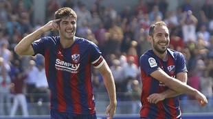 Gonzalo y Ferreiro celebran un gol al Valladolid en El Alcoraz