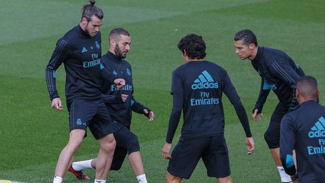 Bale, Benzema, Vallejo y Cristiano Ronaldo, en un entrenamiento del...