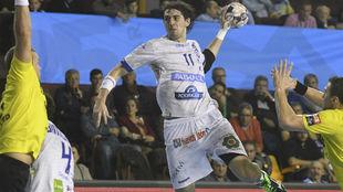 El lateral derecho argentino, Fede Vieyra, lanza a portería
