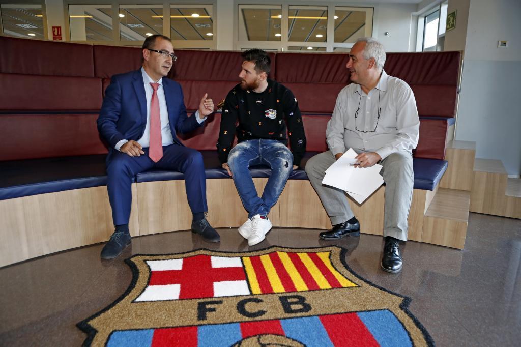 Juan Ignacio Gallardo, director de MARCA, Leo Messi y Luis F. Rojo, en...