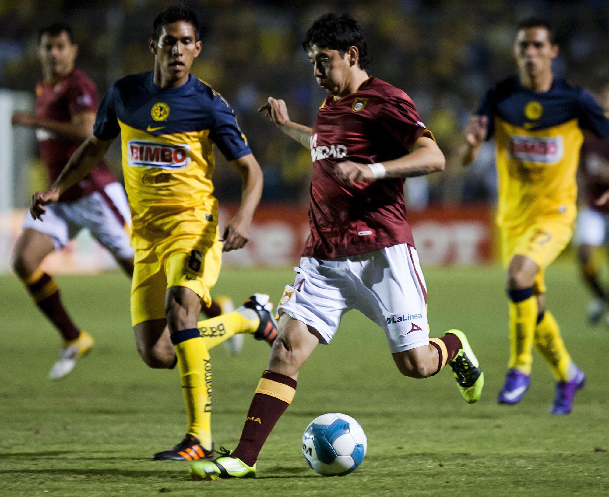 Rubens Sambueza con Estudiantes Tecos.