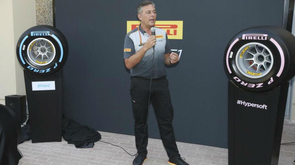 Mario Isola, en la presentación de las nuevas gomas para 2018 en Yas...