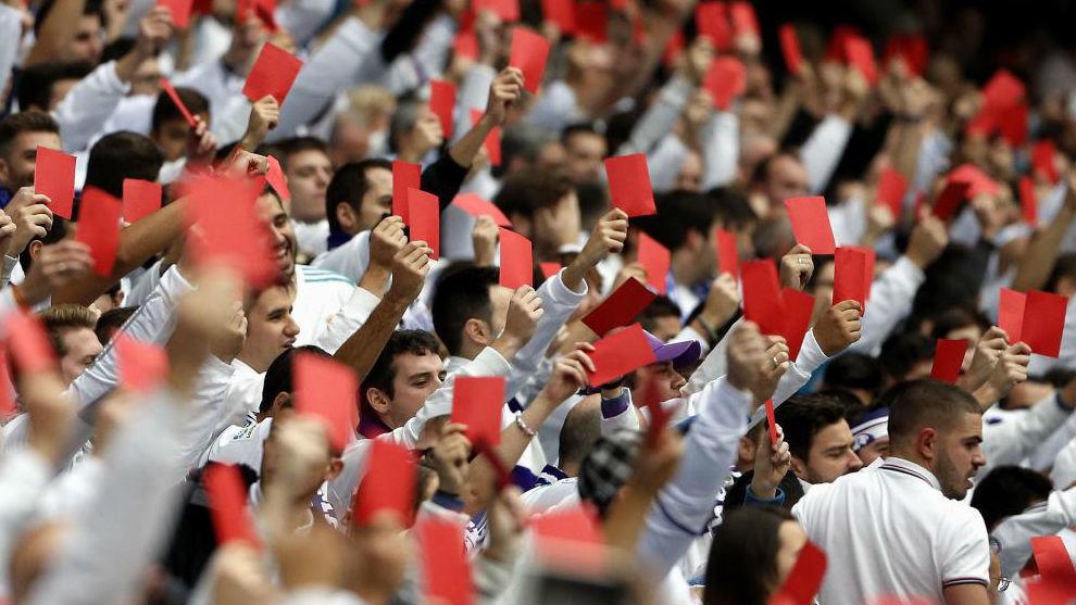 La Grada Fans saca tarjeta aroja a los árbitros