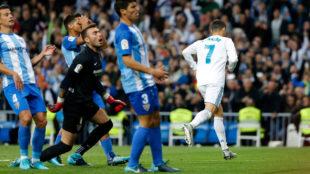 Cristiano celebra su gol ante la desesperaci�n de los jugadores del...