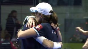 Triay y Sainz se abrazan tras su victoria