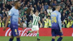 Guardado celebrando el primer gol del Betis.