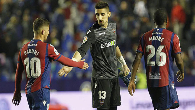 Bardhi, Oier y Shaq Moore, al final del partido frente al Atlético.