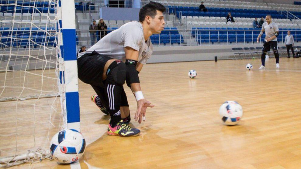 Leo Higuita durante un entrenamiento con Kairat