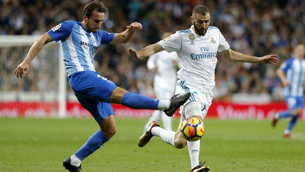 Baysse tratando de robar el balón a Benzema en el partido de ayer