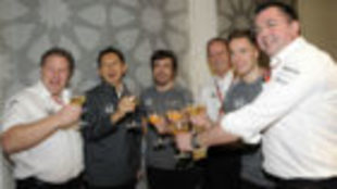 Alonso, junto a Brown, Hasegawa, Neale, Vandoorne y Boullier, ayer en...
