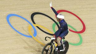 El brit�nico Jason Kenny celebra su triunfo en la prueba de sprint...