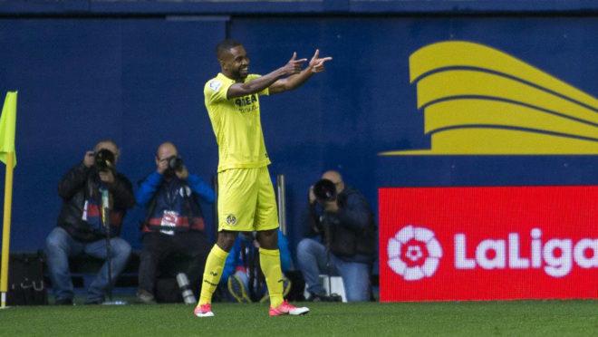 Bakambu celebra el primer gol logrado ante el Sevilla,