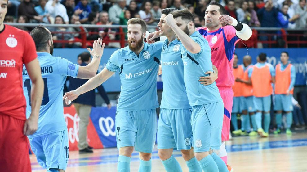 Los jugadores del Movistar Inter celebran uno de sus goles.