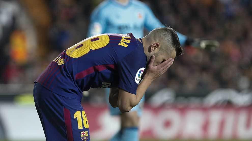 Jordi Alba lamenta una ocasión fallada de gol.