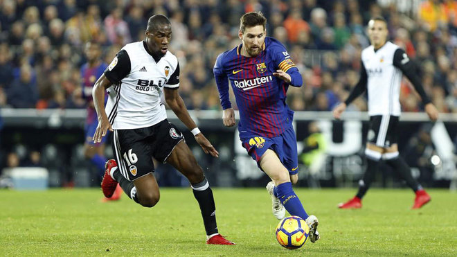 valencia vs barcelona messi claws barcelona back in