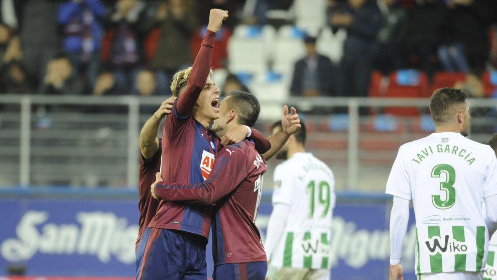 Alejo celebra un gol ante el Betis