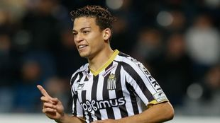 Benavente lleva 8 goles esta temporada con el Charleroi