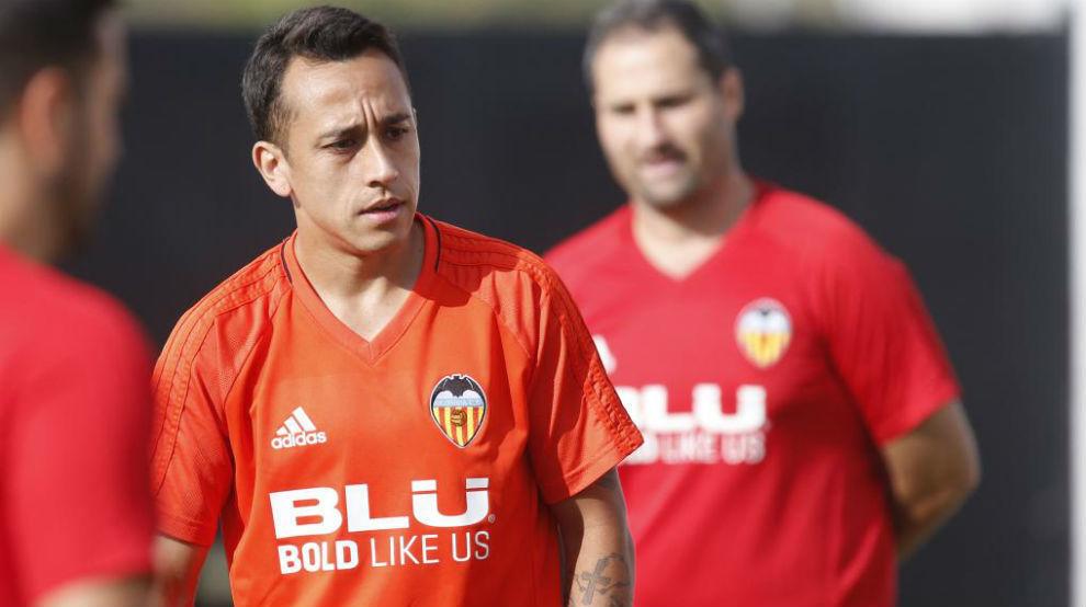 Orellana durante un entrenamiento con el Valencia.