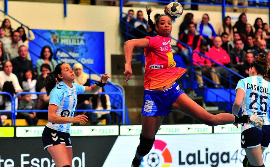 Sayna Mbengue lanza a portería ante Argentina