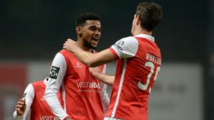 Los jugadores del Sporting Braga celebran uno de sus goles al...