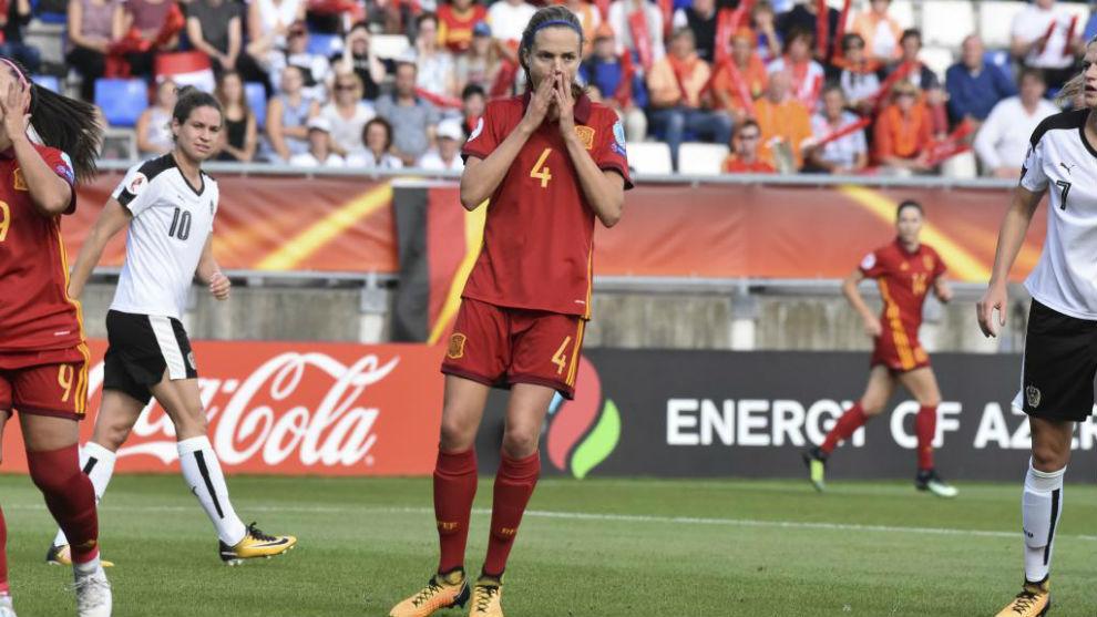Irene Paredes se lamenta tras una jugada en el España-Austria de la...