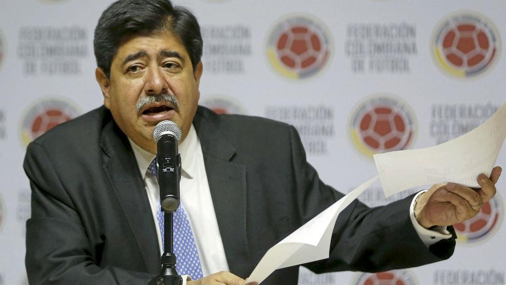 Luis Bedoya durante una conferencia de prensa