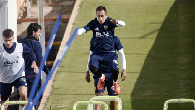 Orellana, durante un entrenamiento con el Valencia.
