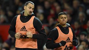 Marcos Rojo, junto a Zlatan Ibrahimovic durante un calentamiento