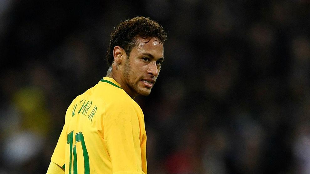 Neymar, durante un  partido de la selección brasileña.
