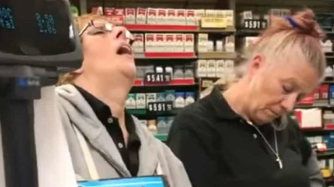 Un vídeo de dos cajeras totalmente drogadas en EE.UU hace saltar las alarmas