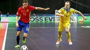 Raúl Campos, durante un partido con España en el último Europeo.
