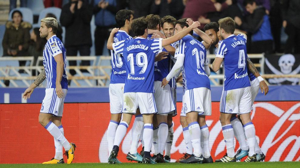Los jugadores de la Real Sociedad celebran un gol en Liga.