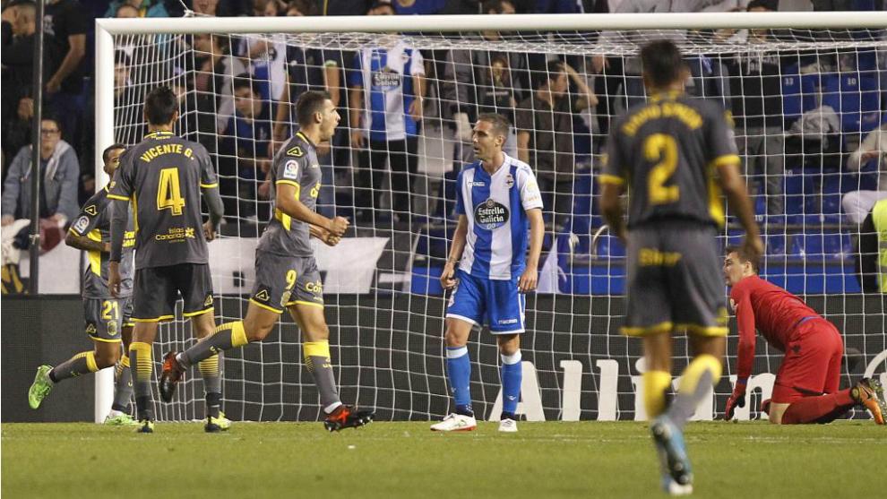 Calleri celbra su tercer gol durante el partido de ida.