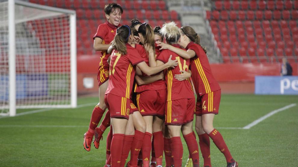 Las jugadoras de la selección española celebran un gol ante Austria.