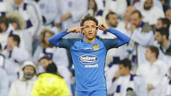 Luis Milla, celebrando su gol en el Bernabéu.